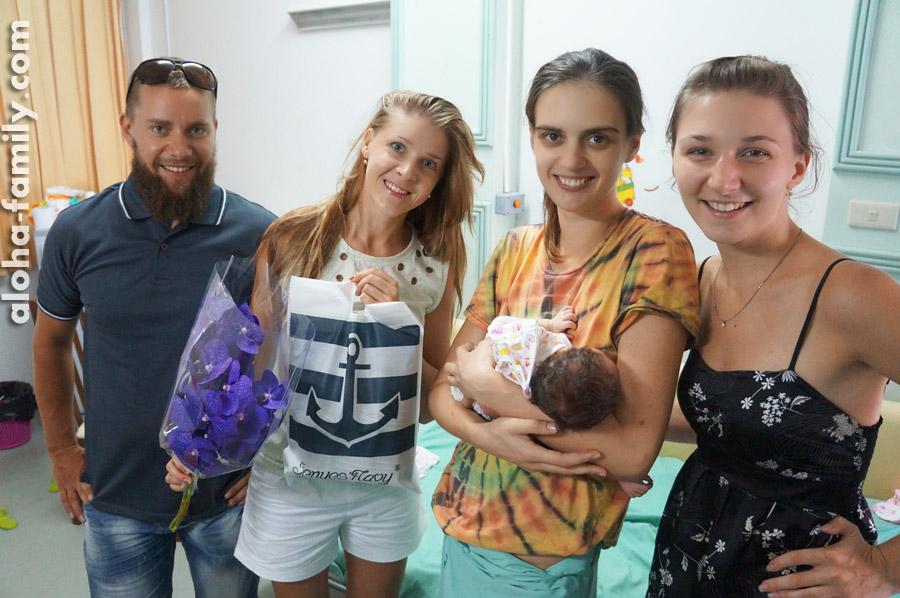 """Друзья могли посещать нас в любое время! Спасибо Ане и нашим замечательным """"казахам"""" за поддержку, цветы, улыбки и подарки!))))"""