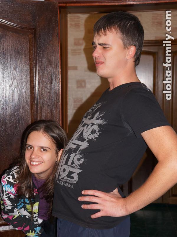 Наш друг хвастается своим животом)))