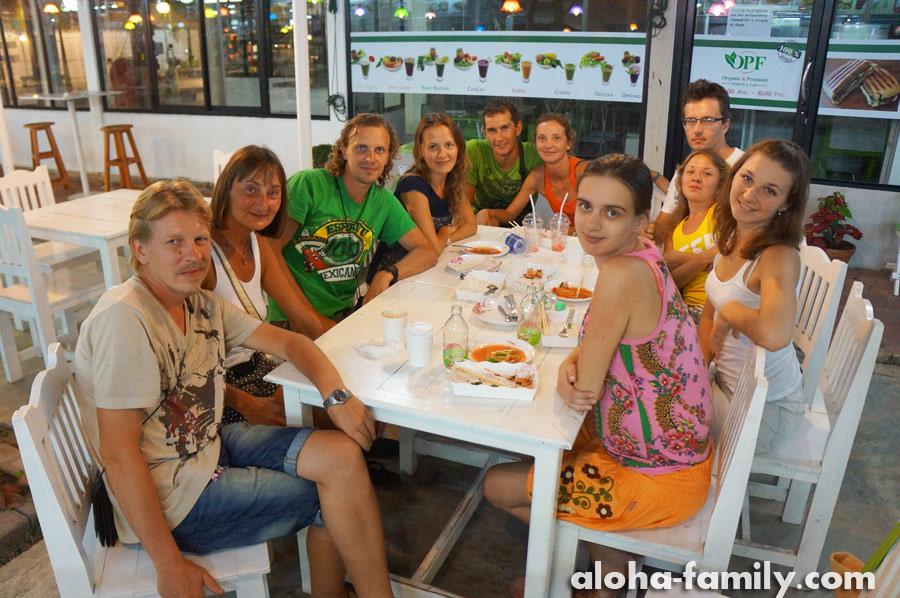 Встреча с друзьями и знакомыми блогерами за день до родов в Хуа Хине - кафе на 51-ой сои