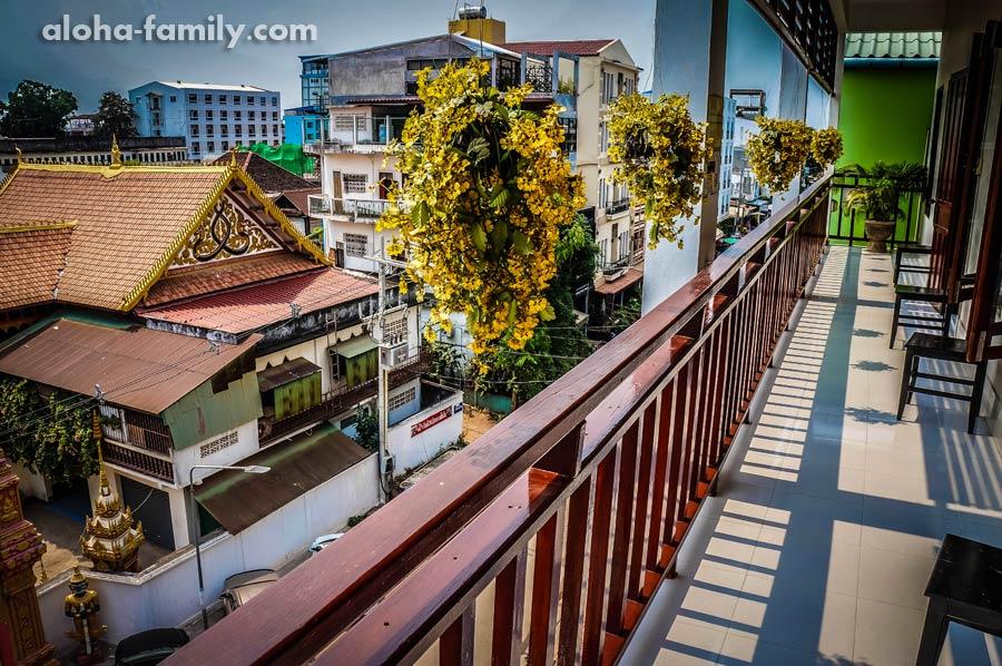 Балкон нашего отеля, где нельзя курить и сушить бельё