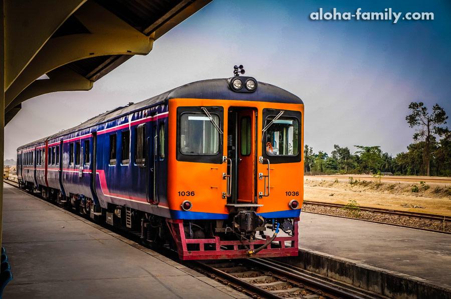 Одинокая электричка Лаос-Таиланд