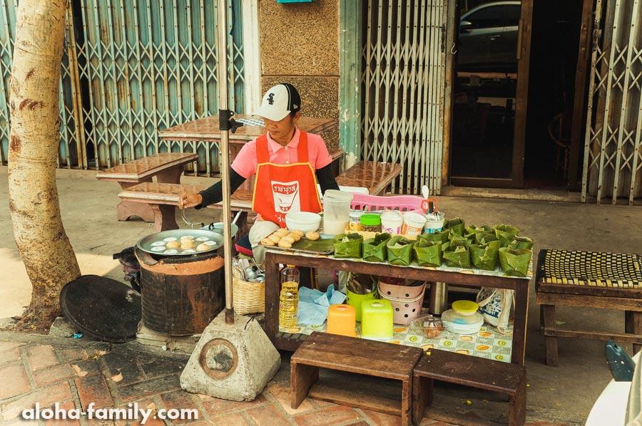 Лаосские сладости с пылу с жару