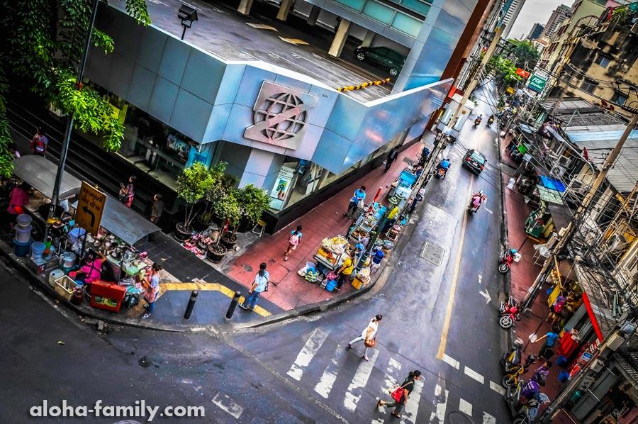 Утро в Бангкоке начинается с уличной еды, иначе это был бы не Таиланд!