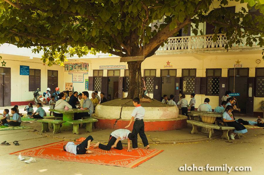 В школе на территории храма идёт борьба