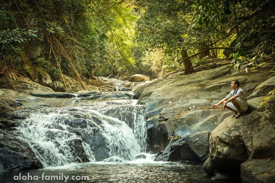 Григорий из Решетиловки наслаждается моментом на 3-м уровне водопада Палау