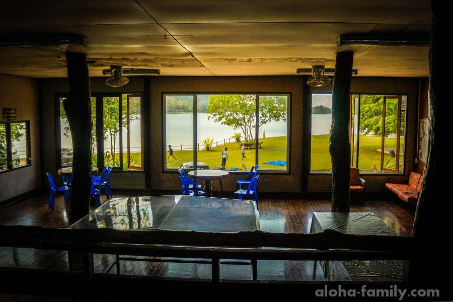 Вид на озеро из офиса в нацпарке