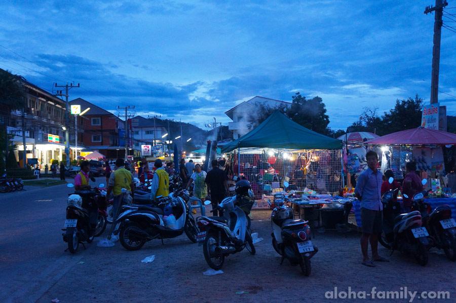 Ажиотаж возле воскресного рынка