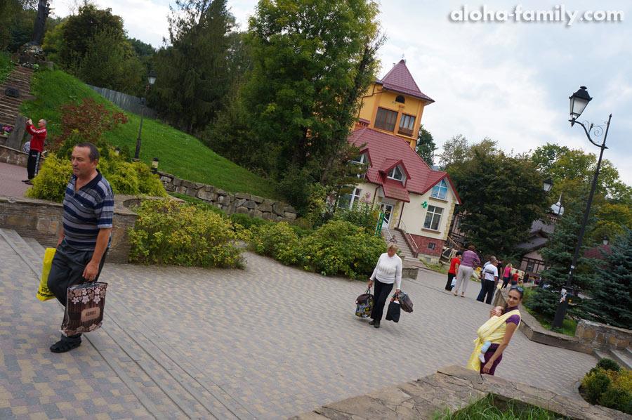 Улица Степана Бандеры (начало парка Адамивка)