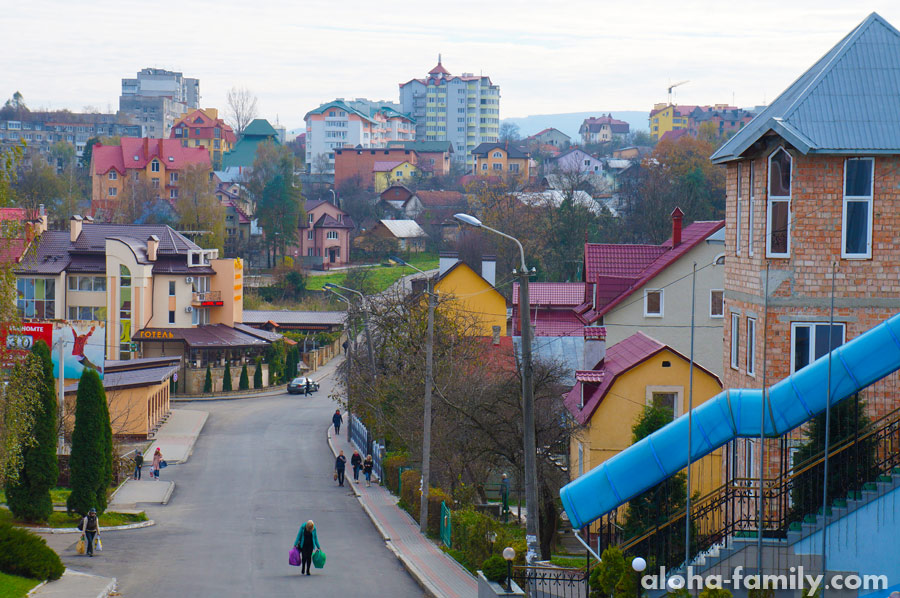 Вид с платформы на город