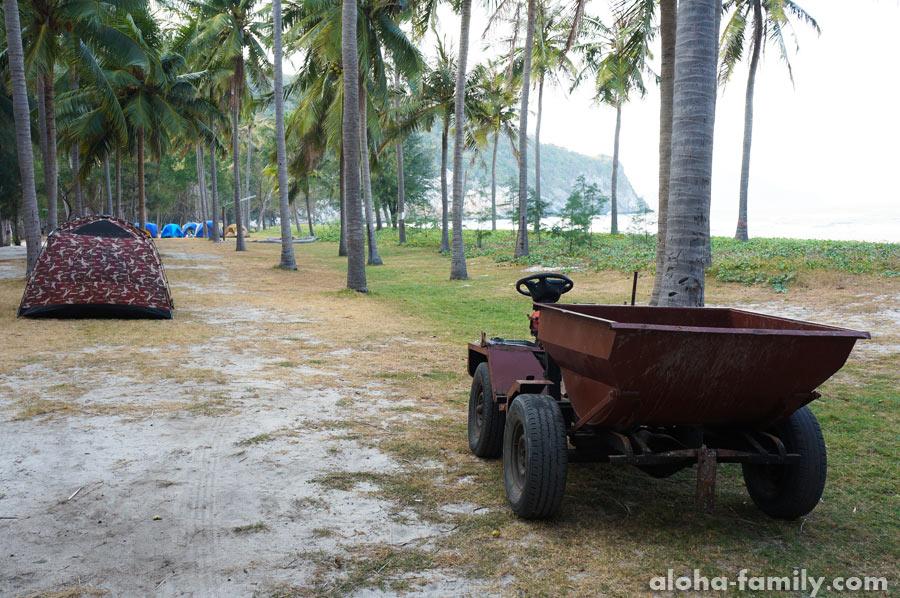 Пляж Laem Sala, палатки и транспорт аборигенов