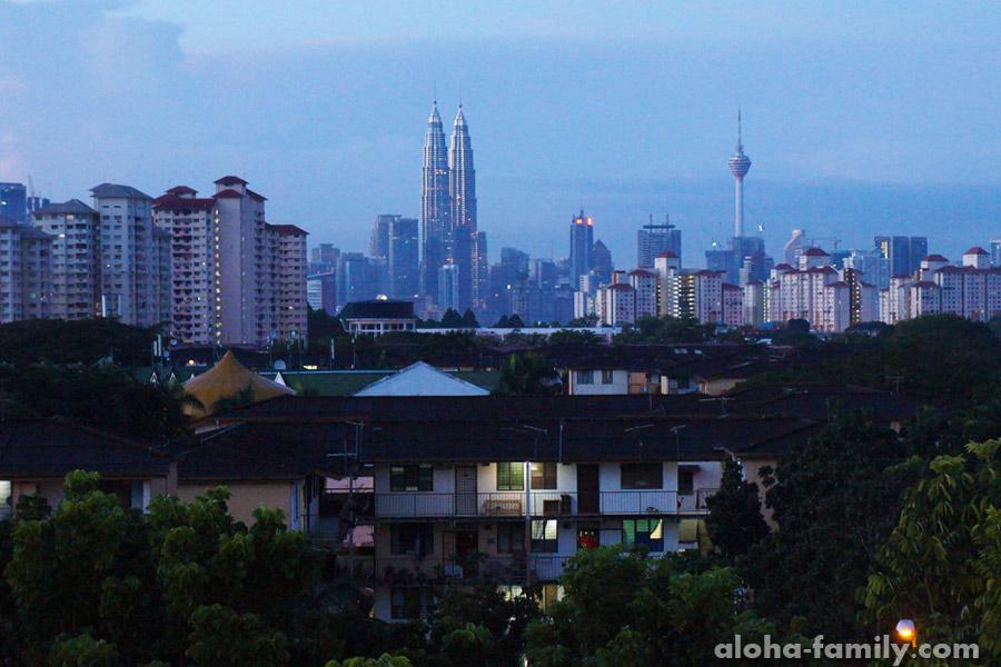 Башни на рассвете, вид с окраины Куала Лумпура