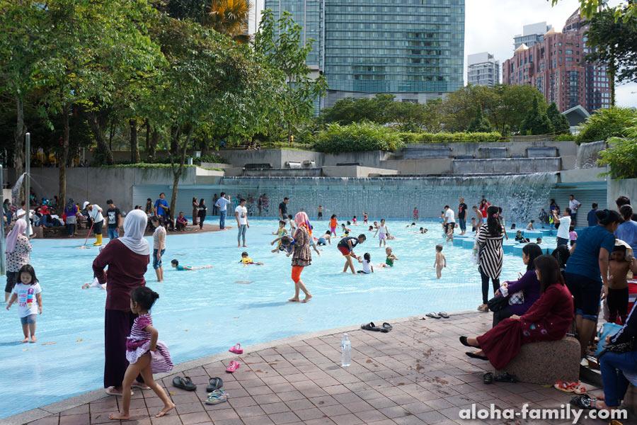Бесплатный бассейн в парке KLCC