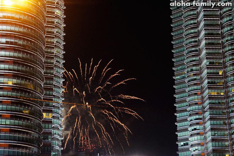 Новогодний фейерверк 2014 на Петронасах