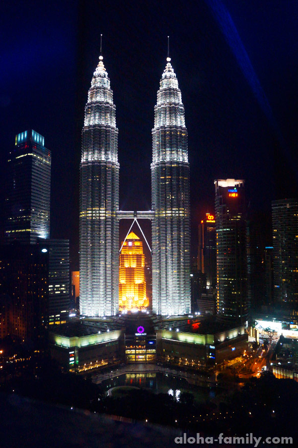 """Petronas Twins, вид из """"Sky Bar"""""""