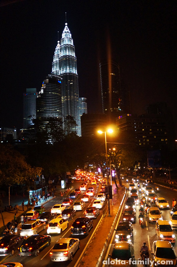 Пробки возле Petronas Towers в Новый Год