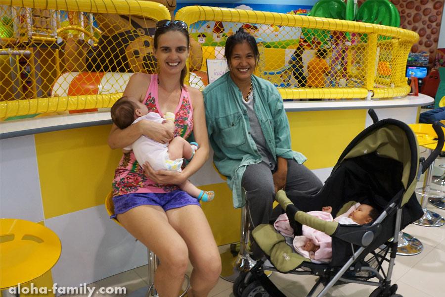 Хуа Хин, 23 мая 2014 - рождённые в один день в одном госпитале))
