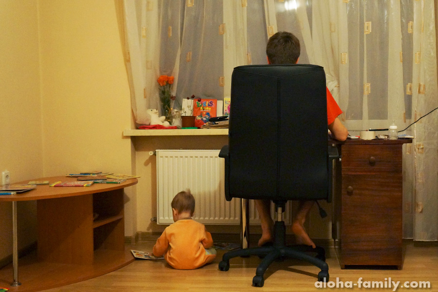 Трускавец, 02 декабря 2014 - Оливка может играть сама, главное чтобы у неё были книжки)))
