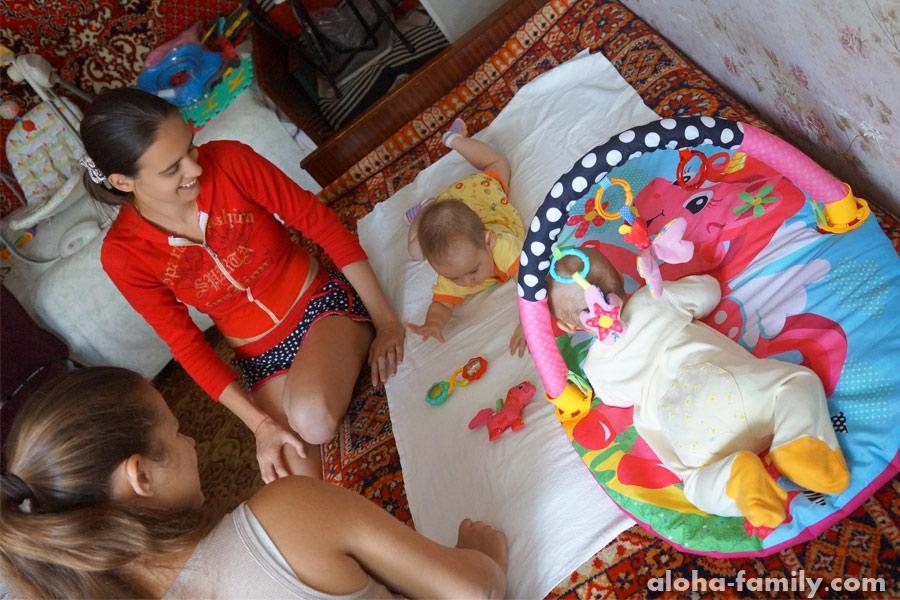 Запорожье, 12 сентября 2014 - Оливка стала проявлять интерес к другим малышам