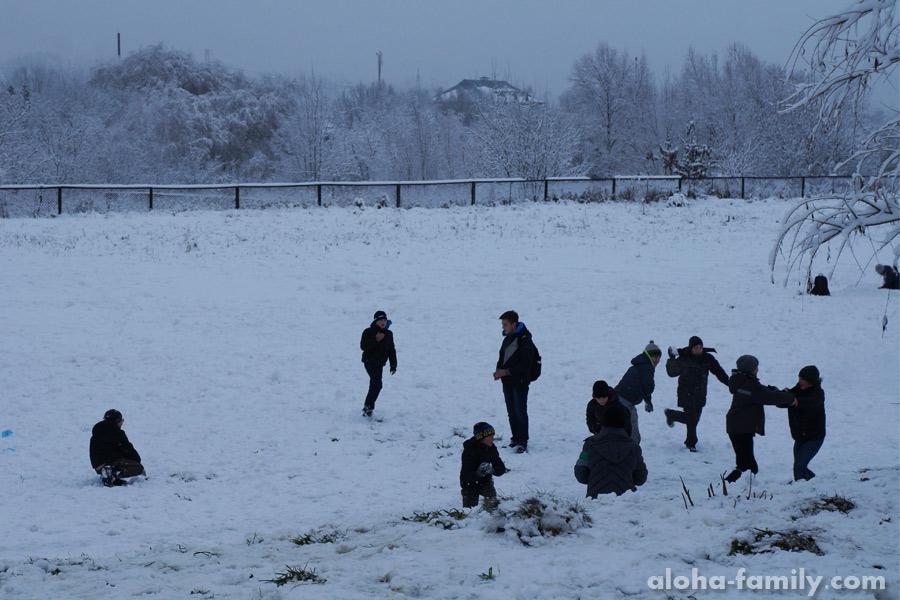 12 декабря - наконец, снежки у детей!