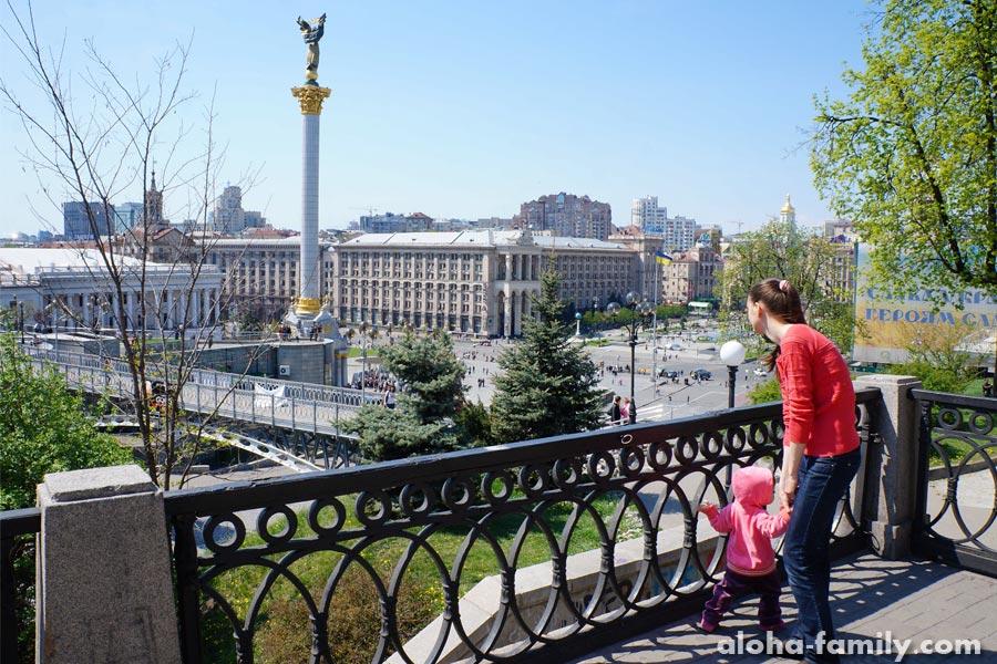 Оливка с мамой на Майдане