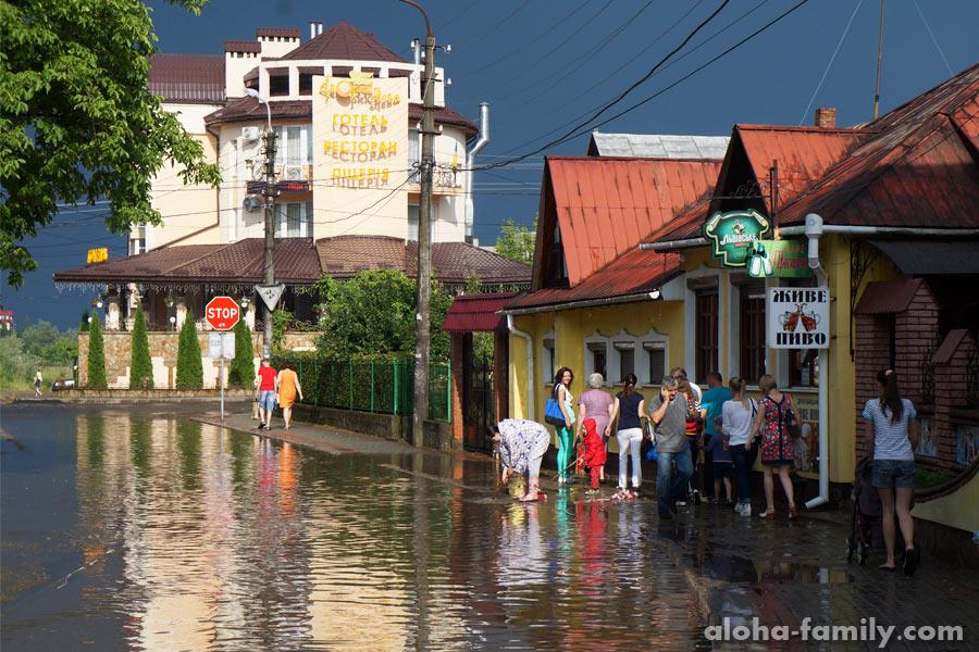 Улица Речки после летнего ливня превратилась в речку - логично )))