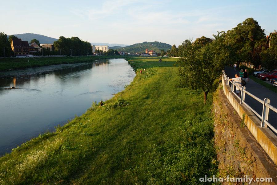 Набережная реки Латорица в Мукачево