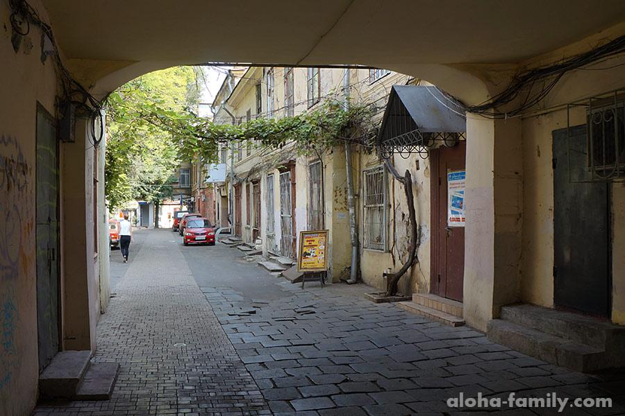 Дворики в центре Одессы часто завораживают