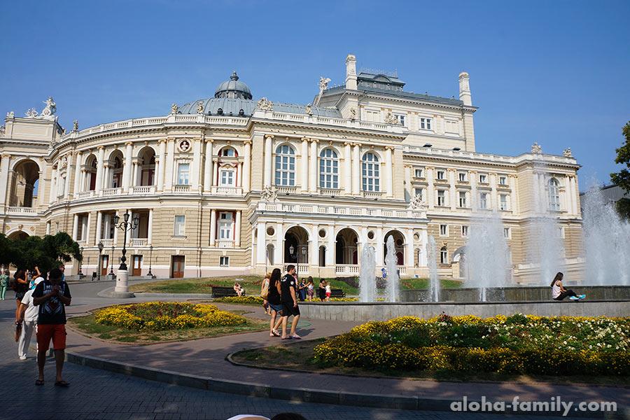 А рядом опера - красивая зимой и летом...