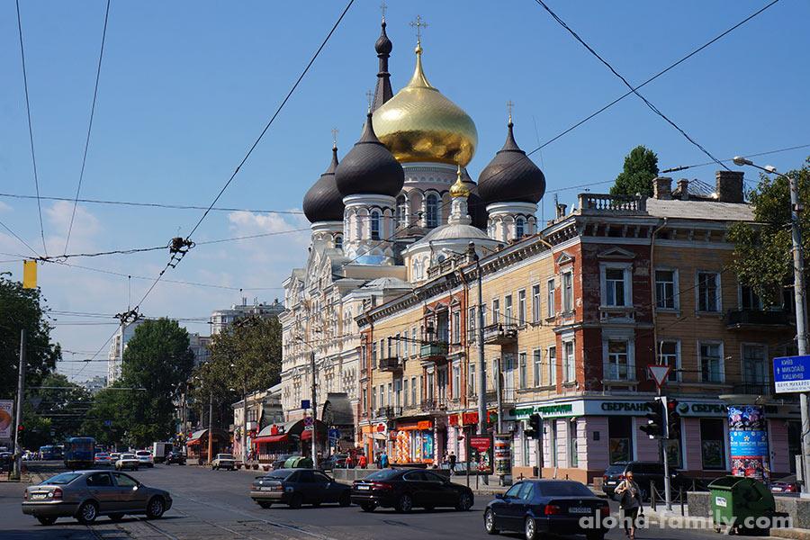 А тут у нас что? Сбербанк России и РПЦ в Одессе. Это типа как фабрика Рошен в Липецке))