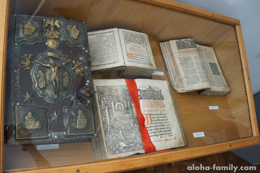 Древние книги