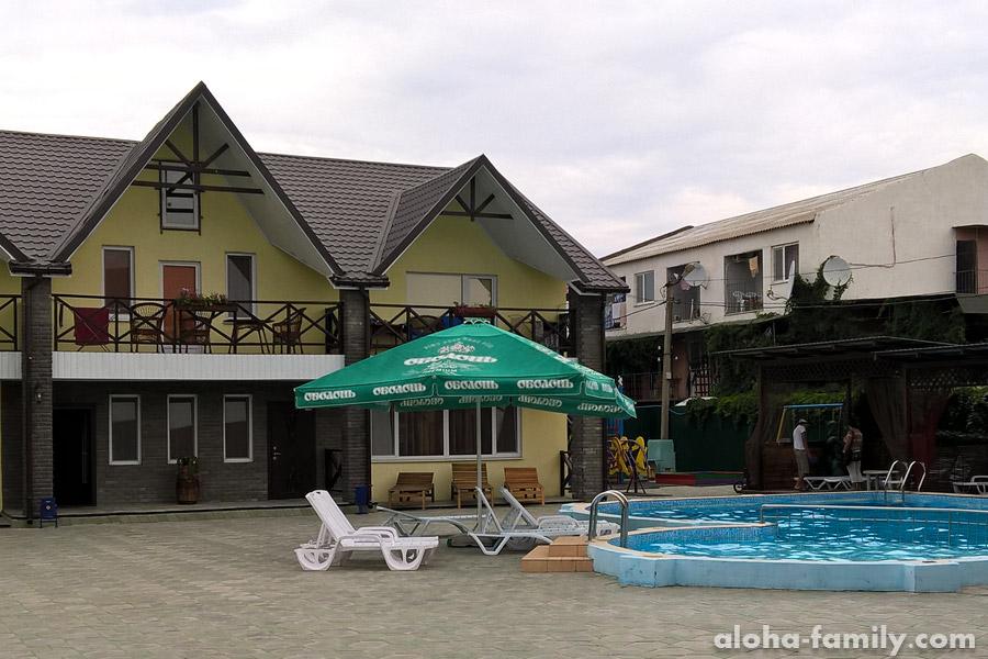 Ещё гостиница в Лазурном