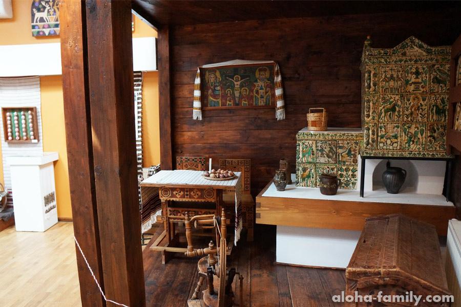 Интерьер гуцульской хаты в музее писанка