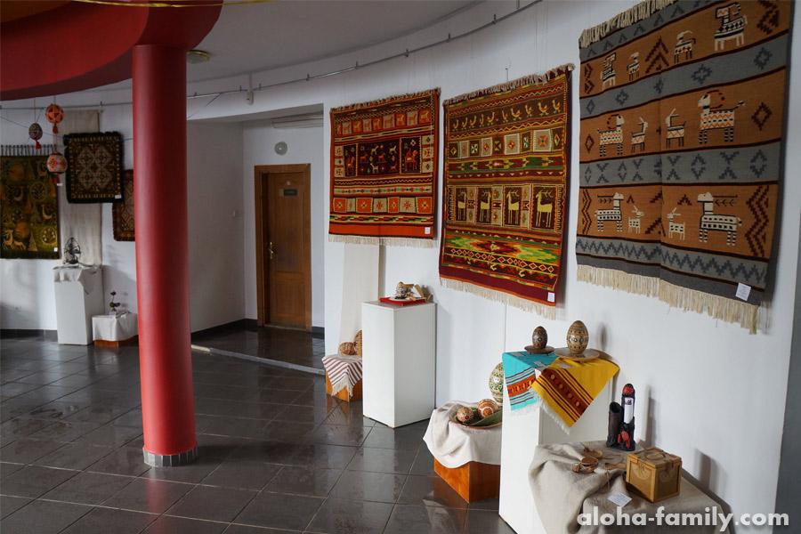 Холл музея писанки в Коломые