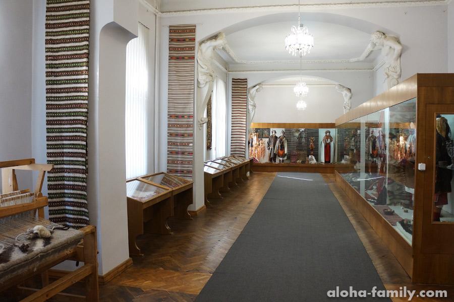 Один из залов музея Гуцульщины и Покутья
