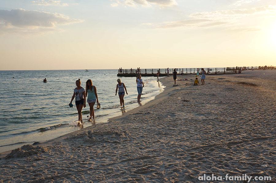 Пляж в Лазурном на закате