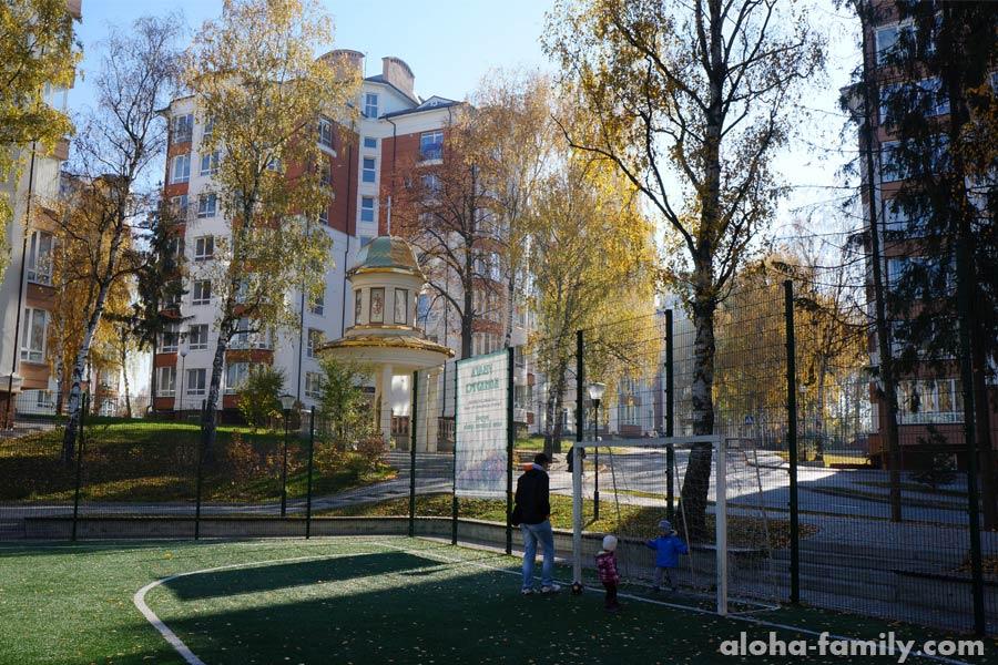 Мини-футбольный стадион возле нашего дома в Калиновой Слободе
