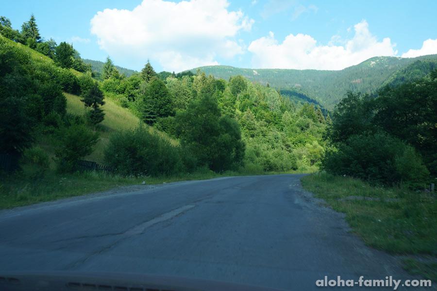 Такой участок дороги на Синевир считается отличным