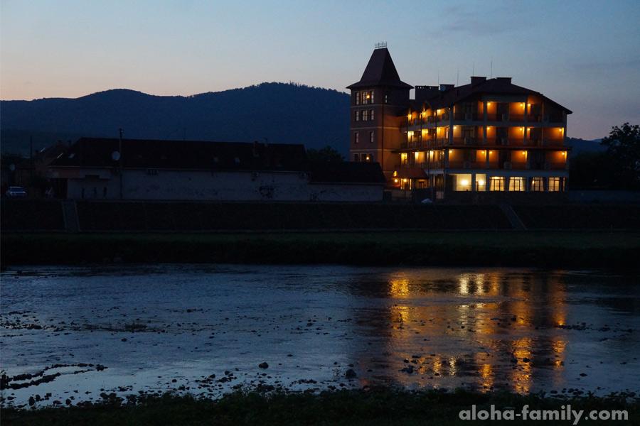 Река Латорица в Мукачево на закате
