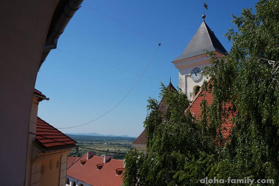Замок в Мукачево фото часов