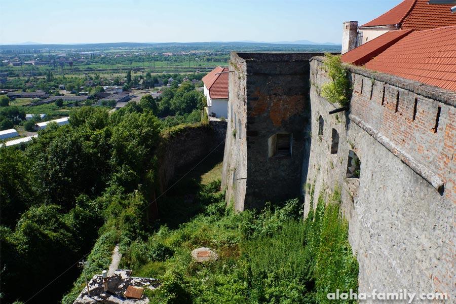 Замок Паланок фото стен замка