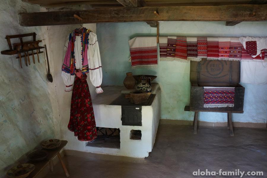 Экспонаты в одной из старых хат