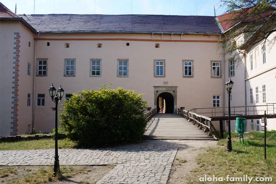 Вход в сам Ужгородский замок