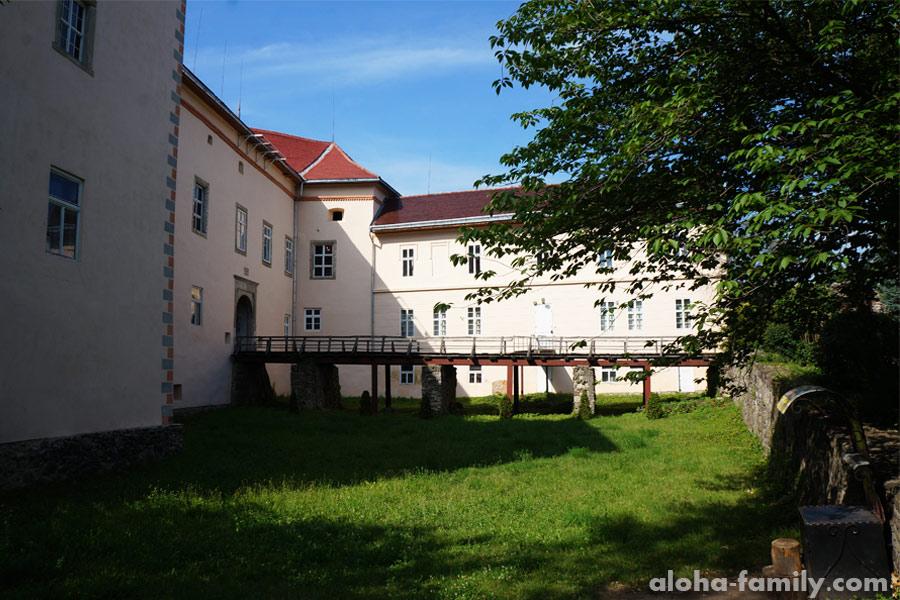 Ужгородский замок, вид с территории