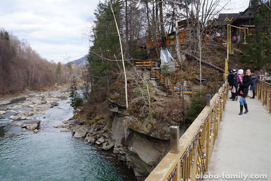 Пешеходный мостик через реку Прут