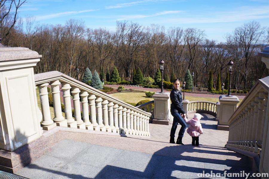 Лестница от Хонки в Межигорье - ну, чем не Воронцовский дворец!