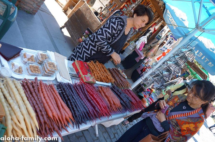 Чурчхела на рынке в Грузии