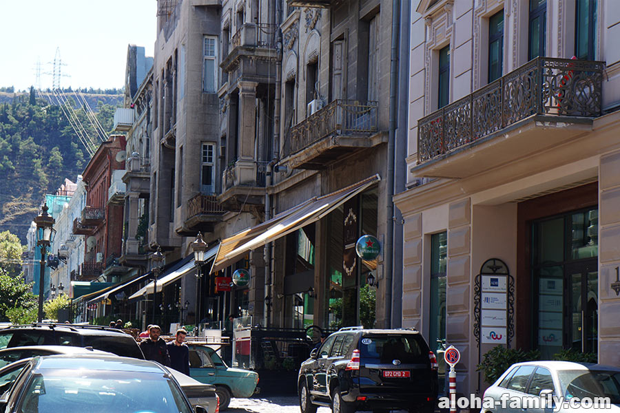 Galaktion Tabidze Street возле пл. Свободы в Тбилиси