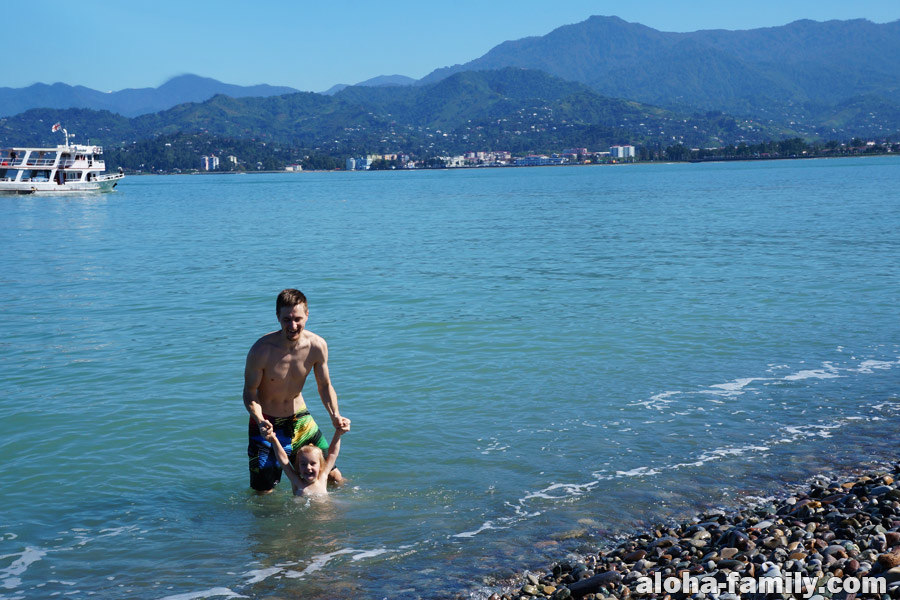 Лучший пляж Батуми в черте города - возле Башни Алфавита