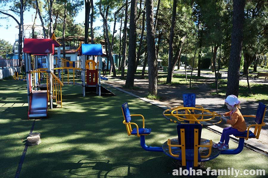 Одна из немногих больших детских площадок в Батуми
