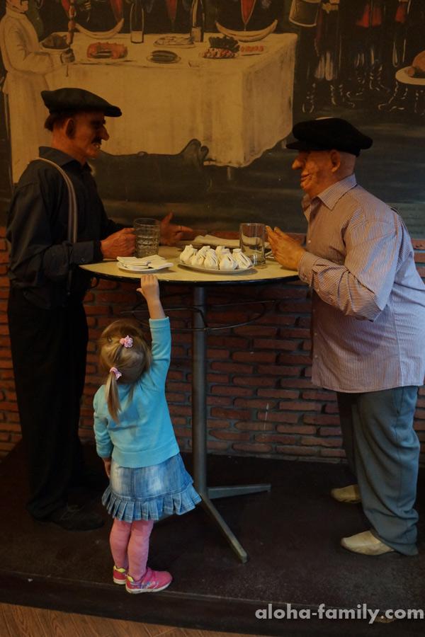 Оливия в кафе Самикитно в Батуми